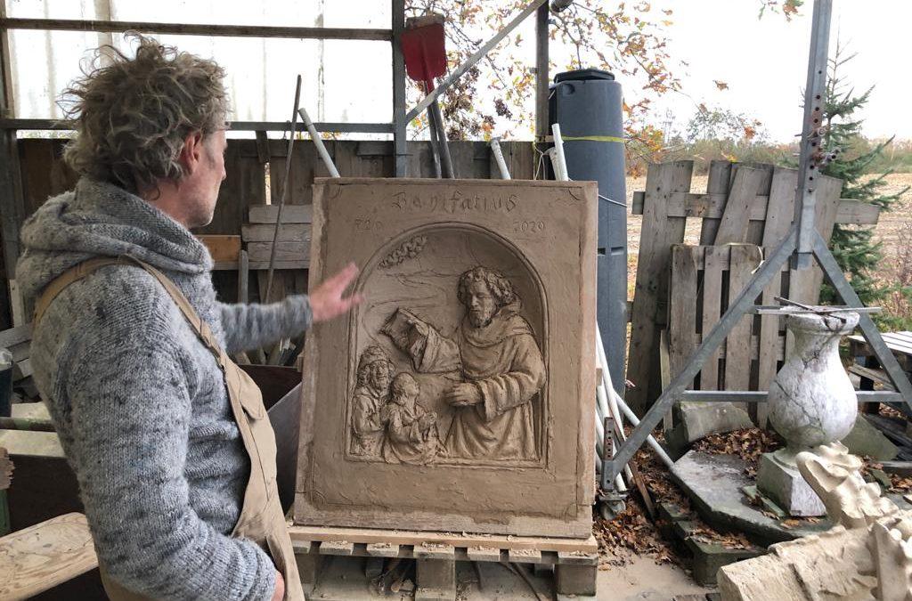Onthulling gevelsteen Bonifatius